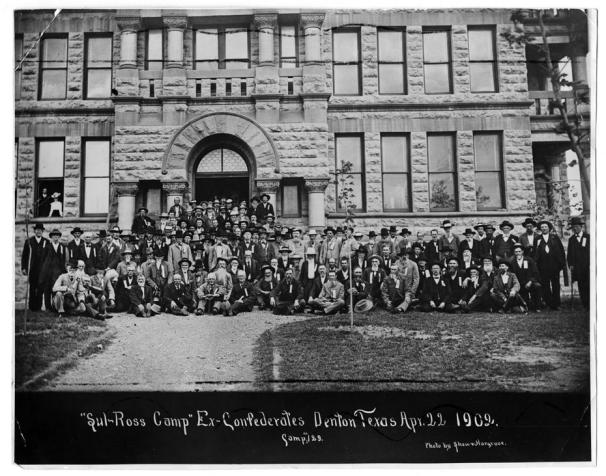 Confederate veterans from the Sul Ross Camp pose in front of the Denton TX Courthouse during a 1902 reunion.